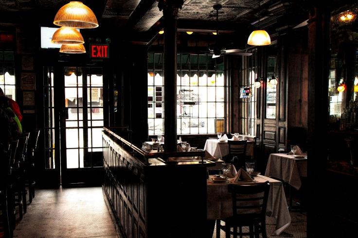 20171012 IMG_5375 7D Inside landmark Tavern